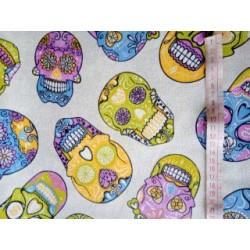 Tecido caveiras coloridas